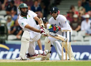 Amla, Smith tons put South Africa in charge