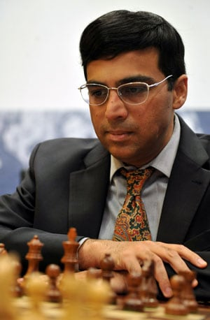 Viswanathan Anand crushes Topalov, moves to joint second in Norway