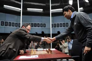 Viswanathan Anand bounces back with a win against Gelfand