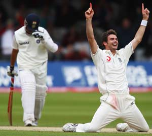 When on field, don't treat Sachin Tendulkar with too much respect: James Anderson