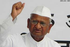 Dhoni's family stands by Anna Hazare