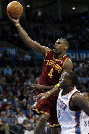 Cavaliers snap Thunder home win streak 96-90