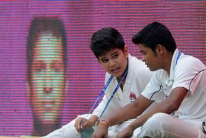 Tendulkar junior performs as ball boy in dad's farewell Test