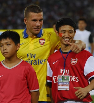 Vietnam 'Running Man' says he was invited by Arsenal to UK
