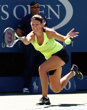 Azarenka ousts Stosur to reach US Open semis