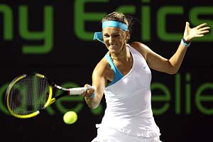 Azarenka defends her grunting, says it is like snoring