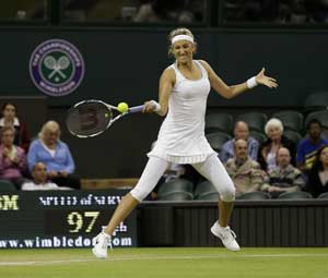 Azarenka defeats Paszek to set up clash against Serena