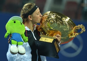 Azarenka thrashes Sharapova to win China Open