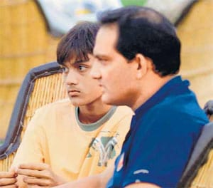 Azharuddin's son critical for fourth straight day