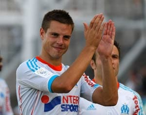 Cesar Azpilicueta Signs 5-year Deal With Chelsea