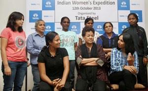 bachendri pal in hindi भारत की बछेंद्री पाल संसार की सबसे ऊंची चोटी 'माउंट एवरेस्ट' पर चढ़ने वाली प्रथम भारतीय महिला हैं.