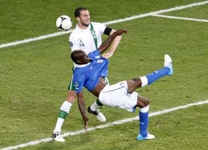 Euro 2012: Italy qualify with 2-0 win over Ireland