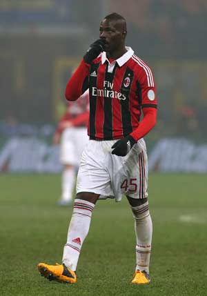 Mario Balotelli fined for vulgar gesture at Inter fans