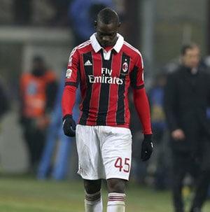 Mario Balotelli left off AC Milan's squad with bruised leg