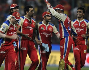 IPL 2013: Royal Challengers Bangalore hammer Chennai Super Kings by 24 runs to remain in hunt for playoffs