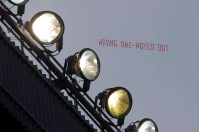 Manchester United fans make 'Moyes Out' plane protest