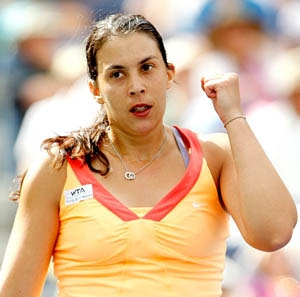 France's Bartoli finally breaks through to semis
