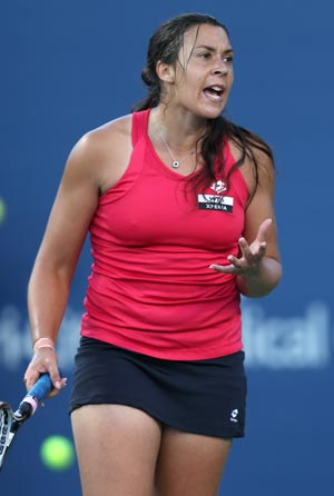 Marion Bartoli survives error-plagued opening match