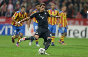 Bayern Munich ease to victory over 10-man Valencia