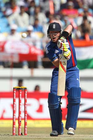 1st ODI: James Tredwell stars for England as India fall short by 9 runs