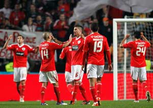 Benfica edge Sporting to take Portuguese lead