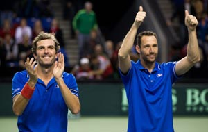 France takes 2-1 lead over Canada in Davis Cup