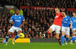 Berbatov treble puts United level with City