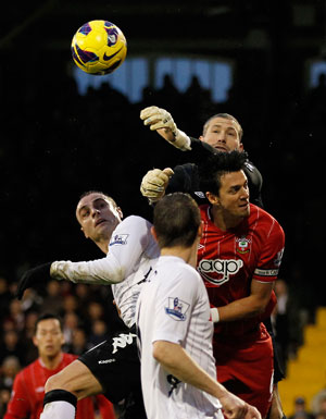 Dimitar Berbatov fires Fulham to New Year's Day success