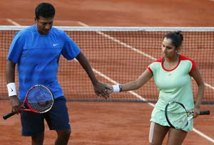 Blog: Cheering Sania Mirza, Mahesh Bhupathi under the French sun!