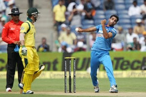 1st ODI Live Cricket Score: Bhuvneshwar Kumar and Phillip Hughes