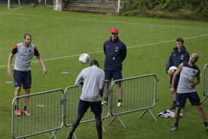 Laurent Blanc urges Paris Saint-Germain to go 'one step at a time'