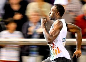 Bolt cruises to 200m win but falls short of record