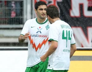 Ten-man Bremen go top, Cologne floor Leverkusen