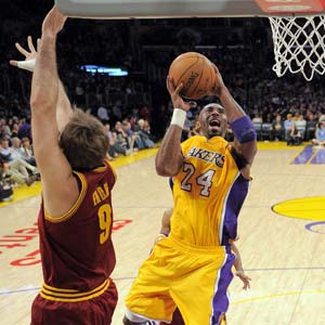 Kobe goes for 40-plus again as Lakers beat Cavaliers