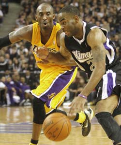 Kings open season with 100-91 win over Lakers