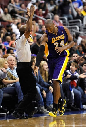 Kobe Bryant helps Los Angeles Lakers top Philadelphia 76ers 111-98