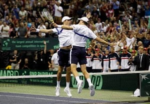 Bryans keep US alive against Spain in Davis Cup
