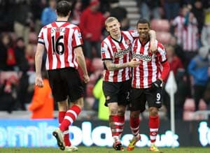 Campbell rescues Sunderland in FA Cup