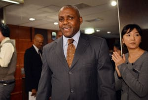Carl Lewis says Asians need sport 'heroes'