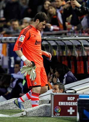 Casillas treatment 'unfair', says Xavi
