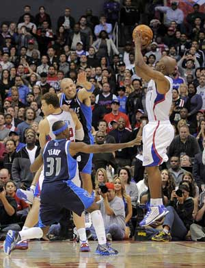Billups' 3 with second left lifts Clippers over Mavericks
