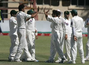 Pakistan beat Zimbabwe by 7 wickets