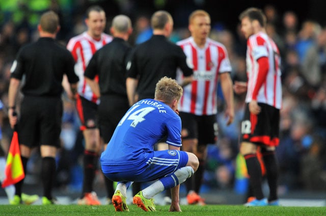 EPL: Sunderland stun Chelsea 2-1 to give Liverpool advantage, Tottenham win 3-1 over Fulham