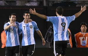 Higuain nets 3 as Argentina beat Chile 4-1
