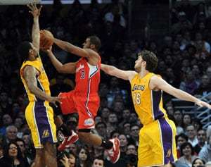 Clippers open preseason by downing Lakers