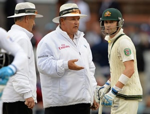 The Ashes: 3rd Test - Michael Clarke furious as bad light stops play on Day 4