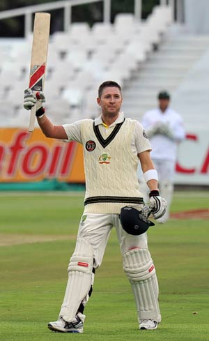 1st Test: Clarke thwarts dangerous South Africa pacers