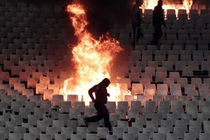 Top Russian football match abandoned after crowd violence