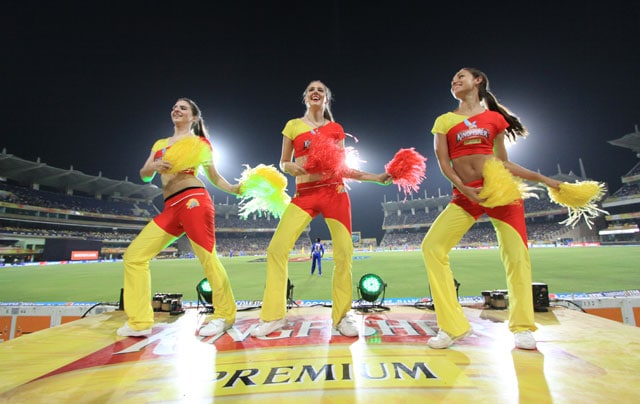 Chennai Super Kings vs Rajasthan Royals: Bottles, Pouches Thrown From Gallery at Ranchi Stadium, Cheergirls Run for Cover