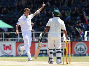 Dale Steyn takes 11-60 as South Africa goes 1-0 up